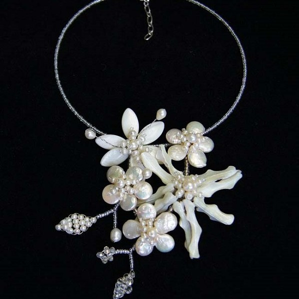 CHANTE - Freshwater Pearl & Mother of Pearl Flower Necklace