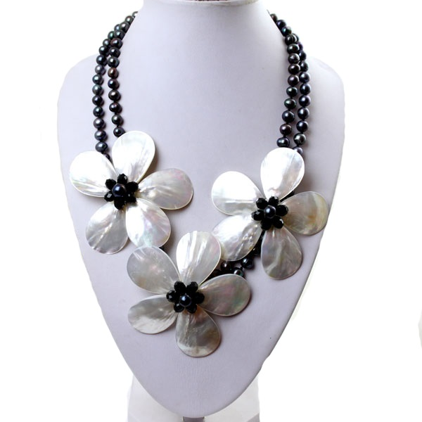 MOPBlackFreshwater Pearlflower Necklace