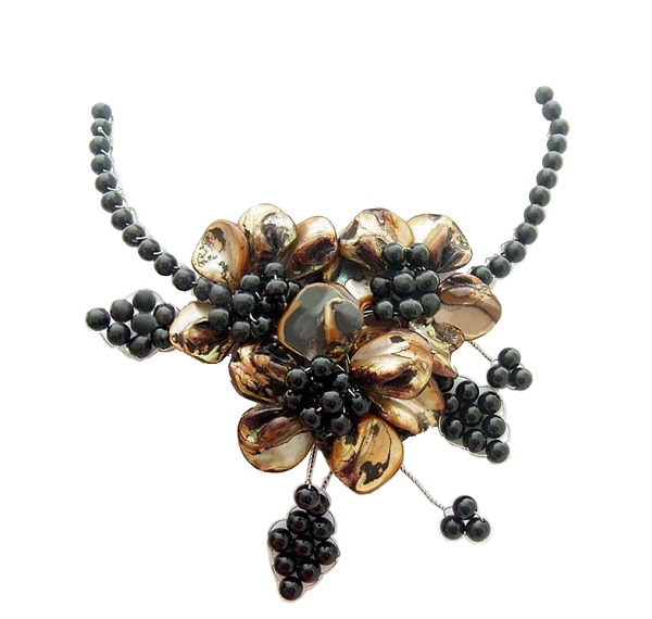 Onyx & Brown Shell Flower Necklace with Shell Clasp - NAKHTI (1)