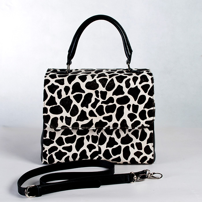 BLACK & WHITE ANIMAL PRINT LEATHER RETRO HANBAG.